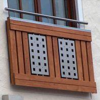 Fensterbrüstung aus Holz und Edelstahl
